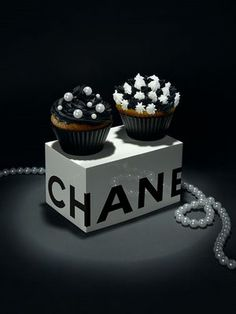 CHANEL: cupcake