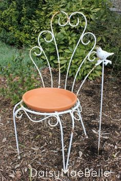 Looking for a creative way to make a bird bath? All you need is a an o…