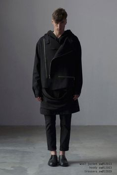 Paint it black. Dark Fashion, High Fashion, Mens Fashion, Outfits Blanco, Athleisure, Space Outfit, Fashion Details, Fashion Design, Baby Boy Fashion