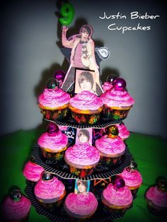 Justin Bieber cupcakes!!