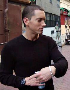 Listen to every Eminem track @ Iomoio Eminem Smiling, The Eminem Show, Eminem Rap, Eminem Music, Eminem Photos, The Real Slim Shady, Eminem Slim Shady, Ace Hood, Rap God