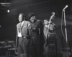 'I Hear The Blues' TV - 1963 - Memphis Slim and Sonny Boy Williamson with Willie Dixon on bass. Country Blue, Country Music, Memphis Slim, Junior Wells, Willie Dixon, Blue Company, Sonny Boy, Muddy Waters, Blues Artists