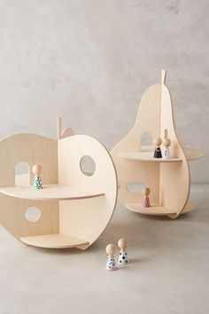 this is such a sweet petit doll house. so unique and compact! i love the wooden fruit! Retro Furniture, Kids Furniture, Modular Furniture, Cheap Furniture, Discount Furniture, Wood Projects, Woodworking Projects, Woodworking Wood, Wood Plastic