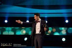 Alejandro Speitzer en agradecimiento por su Premio TvyNovelas 2014.  #AlejandroSpeitzer #AlexSpeitzer #actor #MejorActorJuvenil #Televisa #SantaFe #Premios #PremiosTvyNovelas #2014 #outfit