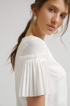 Shirts for Women Kurti Sleeves Design, Kurta Neck Design, Sleeves Designs For Dresses, Dress Neck Designs, Fancy Blouse Designs, Saree Blouse Designs, Sleeve Designs, Kurta Designs, Mode Glamour