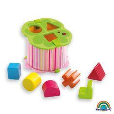 Blossom sorter - Una caja de encajes en forma de flor y piezas lisas de madera, que hará que los niños disfruten al tiempo que aprenden encajando sus piezas. La tapa se abre fácilmente para sacar los bloques. La caja de tela se puede separar de la tapa de madera para ser lavada. Haz click en el siguiente enlace para ver más información: http://www.andreutoys.com/?busq1=12&id=599&Pag=1
