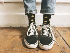 High cuffs, fun socks and a pair of beloved Vans. Source by vans Vans Outfit, Vans Old Skool Outfit, Vans Shoes Old Skool, Vans Shoes Women, Estilo Indie, Estilo Grunge, Looks Style, Looks Cool, 1990 Style