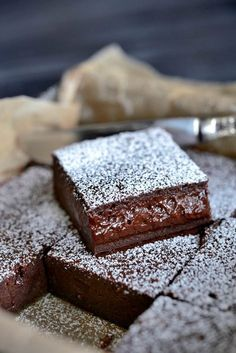 Franciska Beautiful World.She says it's the World's Best Chocolate Cake but I don't know :) French Chocolate, Best Chocolate Cake, Chocolate Desserts, Chocolate Brownies, Baking Recipes, Cake Recipes, Dessert Recipes, Norwegian Food, Scandinavian Food