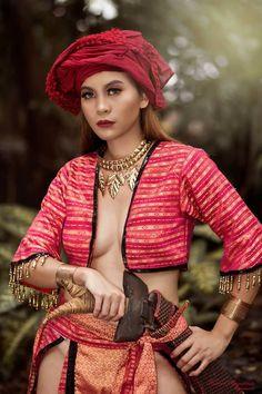 Sinulog Festival, Modern Filipiniana Dress, Philippine Mythology, Filipino Fashion, Philippines Culture, Filipino Tribal, Filipino Culture, Asian Style, Beautiful Asian Girls