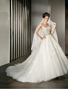 Modern ball gown sleeveless tulle wedding dress