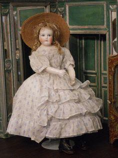 ~~~ Pretty Childlike Mlle. Leontine Rohmer Parisienne Doll ~~~