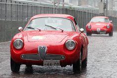 双子の1961年「アルファ・ロメオ・ジュリエッタSZ」がランデブー走行。
