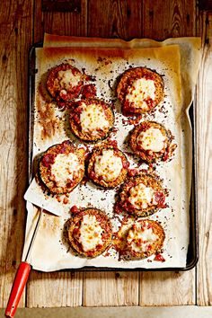 Instead of opting for its fried relative, top your bowl of pasta with baked eggplant Parmesan. This healthy eggplant recipe slims down this classic Italian restaurant order by nearly 600 calories per serving! Baked Eggplant, Eggplant Parmesan, Eggplant Recipes, Fancy Dinner Recipes, Dinner On A Budget, Healthy Dinner Recipes, Healthy Menu, Healthy Eats, Veggie Recipes
