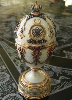 Faberge Imperial Easter Egg . ••••(KO) Beautiful! Read about it's history, fascinating.