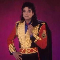 leave me alone michael jackson plane - Bing Images The Jackson Five, Jackson Life, Mike Jackson, Invincible Michael Jackson, Michael Jackson Bad Era, Dalai Lama, Memes Historia, Joseph, Mj Bad