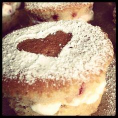Mini Victoria sponges Mini Victoria Sponge, Buns, Doughnut, Desserts, Food, Tailgate Desserts, Deserts, Essen, Postres