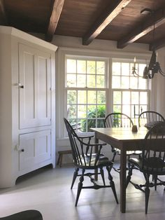 Farmhouse Table & Chairs | Farm White Cupboard
