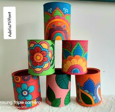 Reciclagem de latas. Projeto artesanal super colorido. Latas decorativas. Tin Can Crafts, Crafts To Sell, Arts And Crafts, Painted Tin Cans, Painted Plant Pots, Diy Crafts For Home Decor, Diy Cans, Bottle Art, Diy Painting