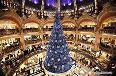 Paris: lancement des illuminations des galeries Lafayette (2)