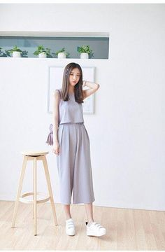 15 Korean Fashion Styles To Fall In Love With - Grey culottes outfit. Korean monochromatic look Korean Girl Fashion, Ulzzang Fashion, Korea Fashion, Asian Fashion, Look Fashion, Hijab Fashion, Fashion Styles, Teen Fashion Outfits, Fashion Dresses