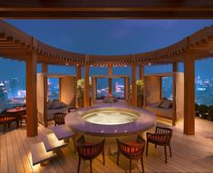 Vue Bar,a lounge at top of the Hyatt Hotel. With amazing view of the bund, and a outdoor jacuzzi! A must go for nightview!