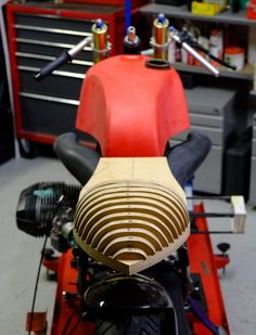 Describes the process of making a carbon seat for an BMW Airhead salt racer from shaping the 'plug' to creating the female mold then popping a part. Cafe Racer Kits, Cafe Racer Seat, Cafe Racer Build, Cafe Racers, Tracker Motorcycle, Cafe Racer Motorcycle, Cb 450, Hot Rods, Kawasaki Bikes