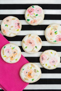 Watercolor floral cookies.
