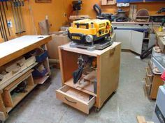 A Tour and Teardown of my fliptop planer stand. Fit two tools in the space of one! Woodworking For Dummies, Woodworking Table Saw, Jet Woodworking Tools, Woodworking Projects, Top Table Plan, Flip Top Table, Mitre Saw Stand, Tool Stand, Garage Tools