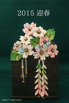 つまみ細工「ヒメザクラ」 This is a Japanese traditional crafts that use the silk, is a hair… Handmade Flowers, Diy Flowers, Handmade Crafts, Fabric Flowers, Paper Flowers, Ribbon Art, Fabric Ribbon, Ribbon Crafts, Flower Crafts