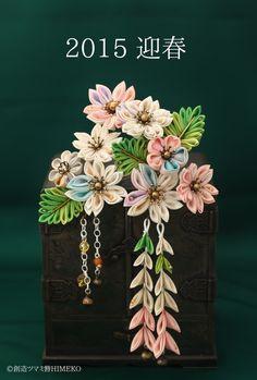 つまみ細工「ヒメザクラ」 This is a Japanese traditional crafts that use the silk, is a hair ornament was designed flowers. ●silkartHIMEKO facebookpage https://ja-jp.facebook.com/himekosilkart ●silkart HIMEKO URL http://www.himeko-silkart.com/ #tsumami #japan #handmade #art #craft #pretty #cute #hairaccessories #DIY #flowers #silk #kanzashi #sakura