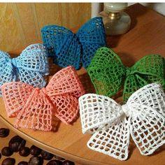 More bows …. # crochet decorations # crafts … – My CMS Appliques Au Crochet, Crochet Bow Pattern, Crochet Flower Tutorial, Crochet Motifs, Crochet Flower Patterns, Crochet Flowers, Crochet Butterfly, Crochet Leaves, Bandeau Crochet