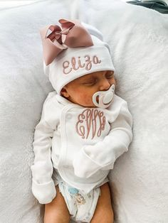 Little Boy And Girl, Cute Little Baby, Girl With Hat, Little Babies, Cute Babies, Newborn Hospital Outfits, Newborn Girl Outfits, Toddler Outfits, Children Outfits