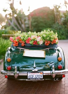 gorgeous getaway car + florals #wedding