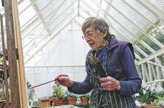 Senior Royal Academician Olwyn Bowey works in her garden studio in Sussex. Photo: Anne Purkiss http://www.artistsandillustrators.co.uk/