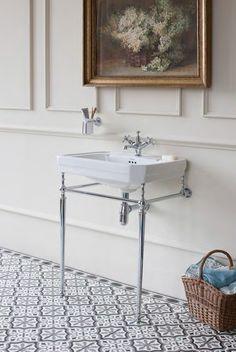 Sanitarios de baño / lavabos baño : para un #baño Burlington Victoria que mejor que un #lavabo con #toallero en cromo y patas.