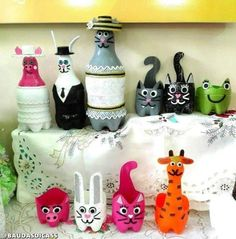 Getting rid of your plastic bottles? Here's a list of DIY ideas to reuse, recycle & repurpose plastic bottles! Plastic Bottle Planter, Reuse Plastic Bottles, Plastic Bottle Flowers, Plastic Bottle Crafts, Diy Bottle, Recycled Bottles, Plastic Craft, Milk Bottles, Water Bottles