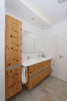Badezimmer in Zirbenholz mit Keramik Waschtisch Bathtub, Bathroom, Design, Carpentry, Full Bath, Bathing, Timber Wood, Standing Bath, Washroom