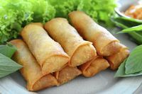 Spring rolls are a large variety of filled, rolled appetizers.It is very popular in pakistan and over most Asian countries.You can make it on daytime snaks or engjoy with your fiend and family.Here we share you easy spring rolls recipe. Southwestern Egg Rolls, Chicken Spring Rolls, Egg Roll Recipes, China Food, Ramadan Recipes, Mets, Rolls Recipe, Asian Recipes, Food Videos