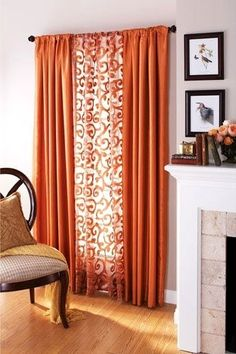 Textile Thursday - Decorating with orange curtains Orange is one of the most intense colors of fall and it's a great color for home as well. In this post, I show pretty home decor ideas with orange curtains Style At Home, Orange Curtains, Patterned Curtains, Layered Curtains, Brown Curtains, Sweet Home, Diy Casa, Decoration Inspiration, Curtain Inspiration