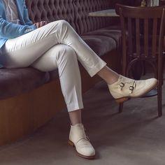 #scarpeconrialzo #scarperialzate #scarperialzanti #guidomaggi #scarpeguidomaggi #primavera #luxury #collezioneprimaveraestate2020 #scarpeclassiche #stile #style #fashion #estate2020 #estate #summervibes #scarpeuomo #scarpe #gentleman Elevator, Estate, Summer Shoes, Summer Collection, Designer Shoes, White Jeans, Capri Pants, Luxury, Women