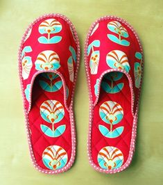 Quilted slippers tutorial - great idea for Mothers Day gift!
