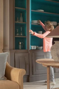 Teal Painted inside Bookcases. Cupboard. Hutch :: Evelyn Moreels (5)