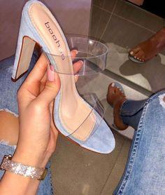 26 Footwear To Copy Now - Shoes Market Experts Fancy Shoes, Pretty Shoes, Beautiful Shoes, Sock Shoes, Shoe Boots, Shoes Heels, Sandal Heels, Pumps, Aesthetic Shoes