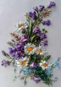 Купить Вышивка лентами картина Букет с ромашками и колокольчиками фиолетовый в интернет магазине на Ярмарке Мастеров