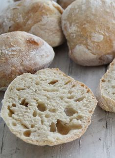 Eli-fri ciabatta – Food On The Table – Oppskrifters Ciabatta, Norwegian Food, Norwegian Recipes, Good Food, Yummy Food, Piece Of Bread, Biscuit Cookies, Food Cravings, Bread Baking