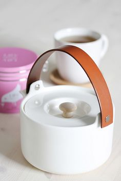 Leather handle on Marimekko teapot Tea Coaster, Kitchen Necessities, Nordic Design, Small Leather Goods, Marimekko, Fun Cooking, Home Office Design, Leather Handle, Household Items