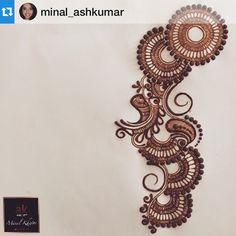 "#Repost @minal_ashkumar ・・・ ""The greatest ideas are the simplest"" #livingwithgratitude #hennadesign #inspire #henna #hennavideo #hennaartist #hennatattoo #hennaart #hennainspire #mendhi #mehndi #mendhi #mehndidesign #ashkumar #ashkumarbeauty"