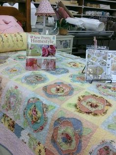 French rose quilt   www.raisin-toast....