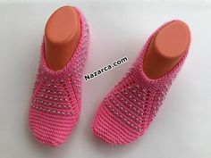 37-38-boncuklu-hamarat-patik Gestrickte Booties, Knitted Booties, Lana, Knit Crochet, Baby Shoes, Slippers, Booty, Knitting, Clothes
