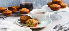 Warm from the oven or as a snack the next day, these fragrant muffins are the perfect treat. Healthy Sweets, Healthy Baking, Lemon Yogurt Cake, Orange Poppy, Spiced Apples, Baking Recipes, Vegetarian Recipes, Muffins, Seeds